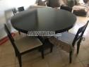 Photo de l'Annonce: Table à manger avec 4 chaises assorties