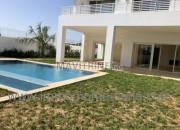 Photo de l'annonce: A louer Villa haut standing neuve avec piscine et chauffage central à Souissi