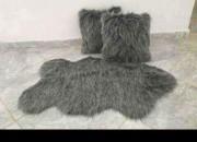 Photo de l'annonce: Tapis mongolien + 2 coussins