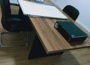 Photo de l'annonce: Table de réunion pour bureau en bon état