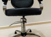 Photo de l'annonce: Chaise coiffeur noir
